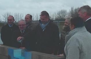 Le sous-préfet de Dunkerque lance la construction de la piscine intercommunale de Wormout