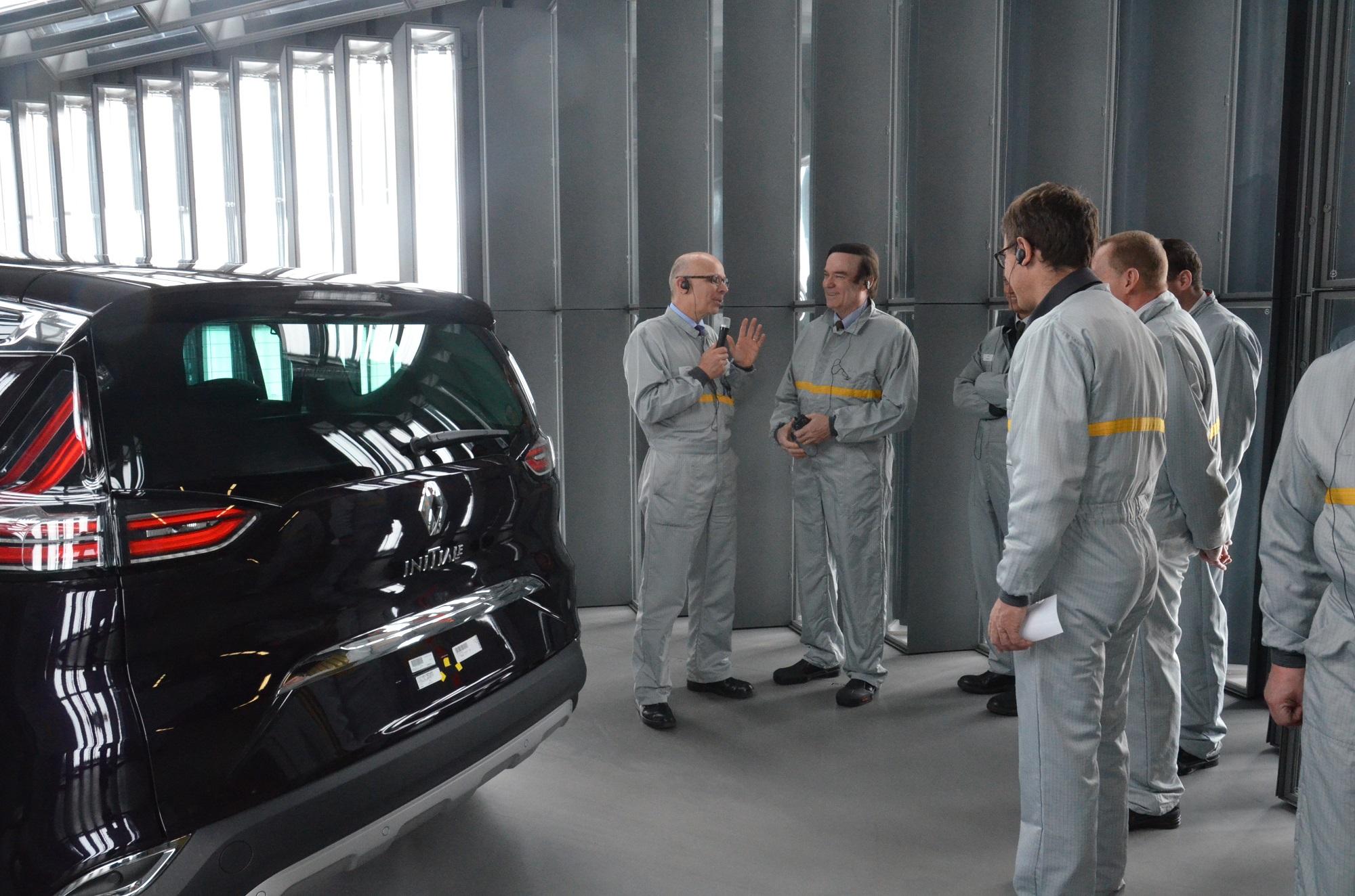 Le pr fet visite le site de production de renault douai for Garage renault douai horaires